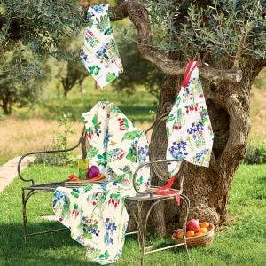 Mille Fraisiers Printemps Tablecloth