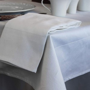 Partridge Eye Border White Tablecloth