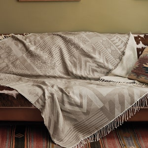Santa Fe Uni Plaid Terre Jacquard Bed Throw
